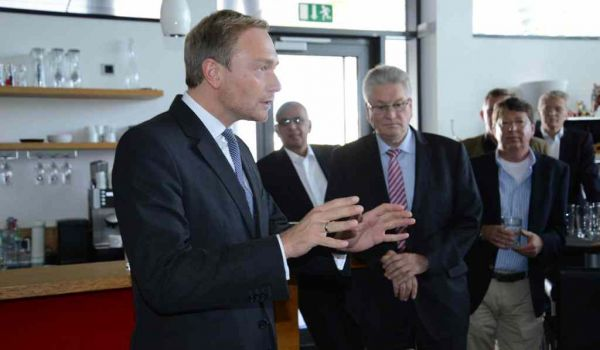 Christian Lindner (FDP) opened the VSE anniversary celebrations with an economic discussion